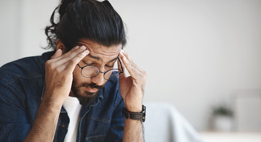 Male suffering from headache. How much cbd oil to use for pain.